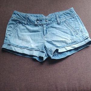 3/$30🎀 AEO light wash jean shorts